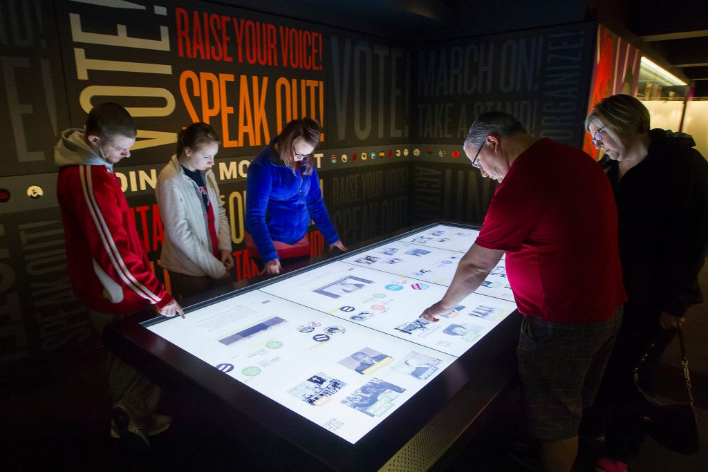 Museu interativo com tela touchscreen multitoque